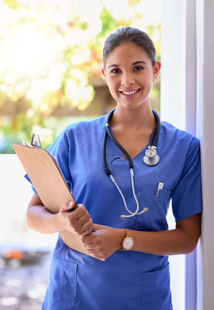 Nurse-with-clipboard-smiling-682596038-1